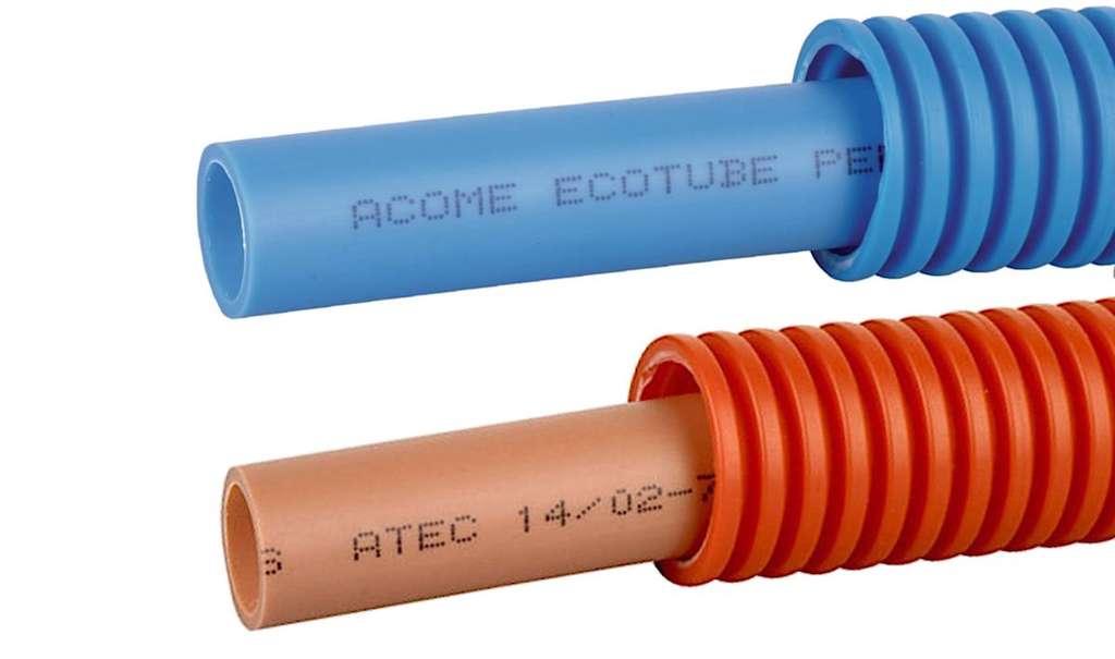 Le PER peut s'acheter nu, gainé ou calorifugé (pré-isolé). Supportant mal les brusques changements de température, il est proposé en deux couleurs : bleu pour l'eau froide, rouge (PER calo) pour l'eau chaude. © Acome