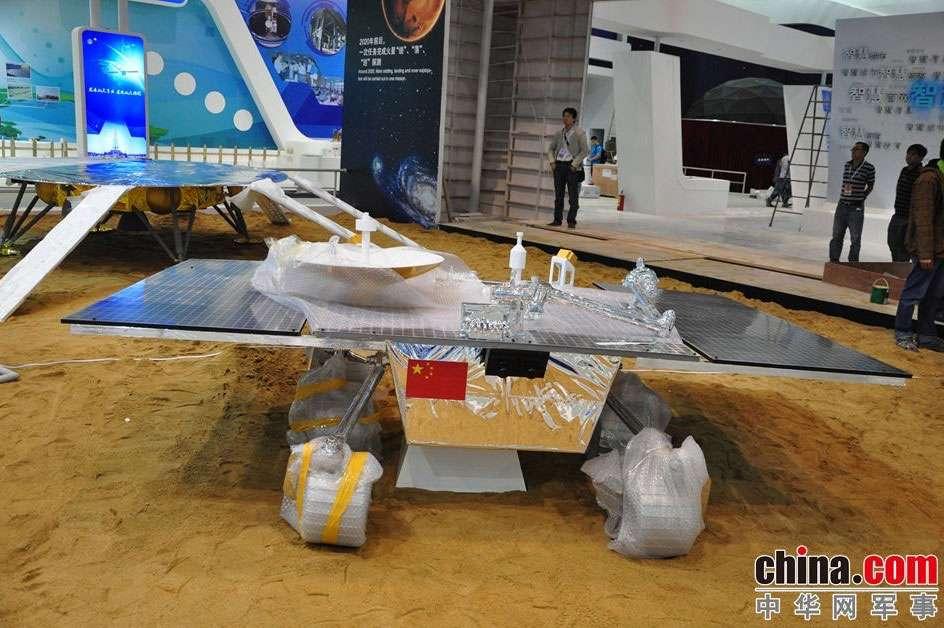 Maquette de rover martien chinois présentée au salon aérospatial de Zhuhai, en Chine, en 2014 ; celle-ci ne préfigure pas forcément la forme définitive du rover. © china.com, tous droits réservés