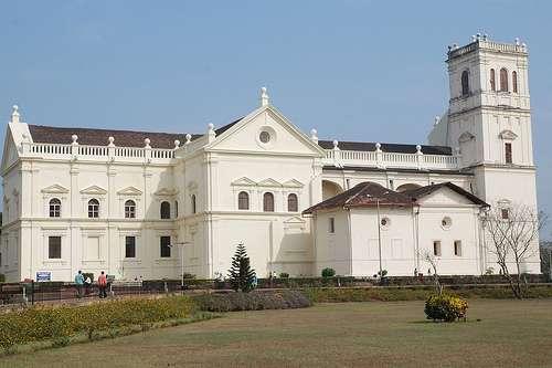 La ville de Goa comporte de nombreux bâtiments classés au patrimoine mondial de l'Unesco, comme la cathédrale Sainte-Catherine, aussi appelée Sé Cathédrale. © Frbebos