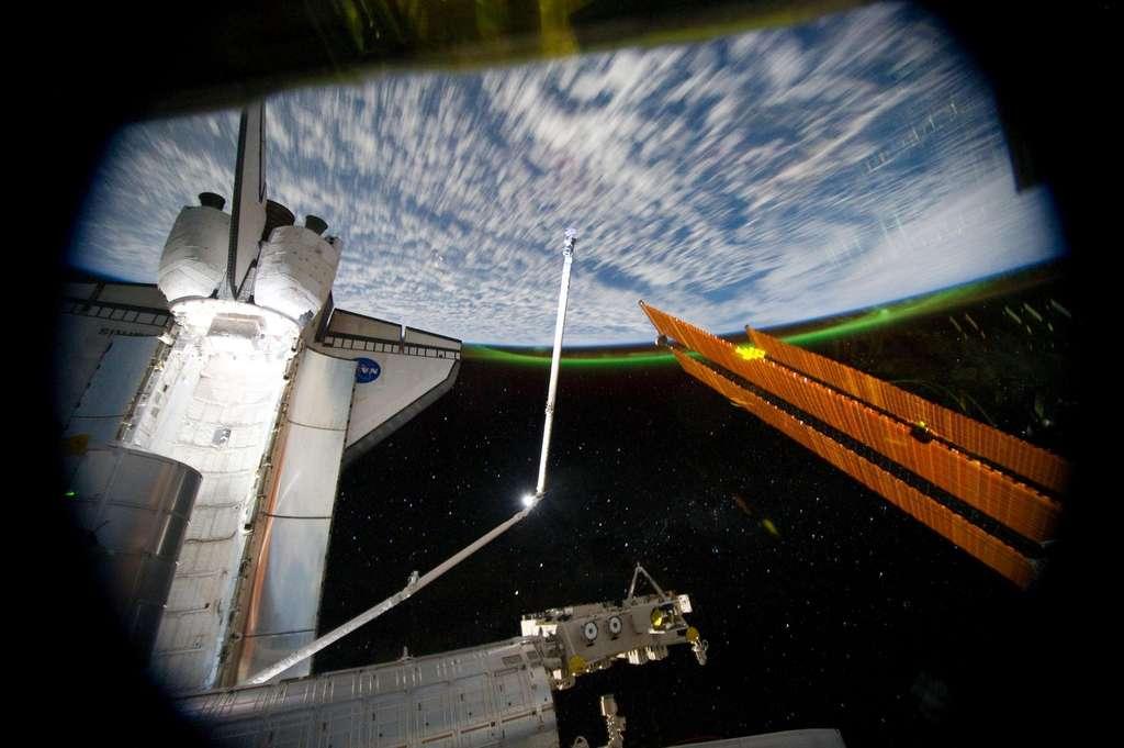 Aurore australe en vue pour les équipages de la navette et de l'ISS le 14 juillet dernier. © Nasa