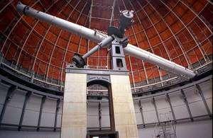 La lunette de l'Observatoire de Nice fait partie des plus grands réfracteurs qui ont contribué à l'étude des surfaces planétaires depuis un siècle. Crédit : Observatoire de Nice