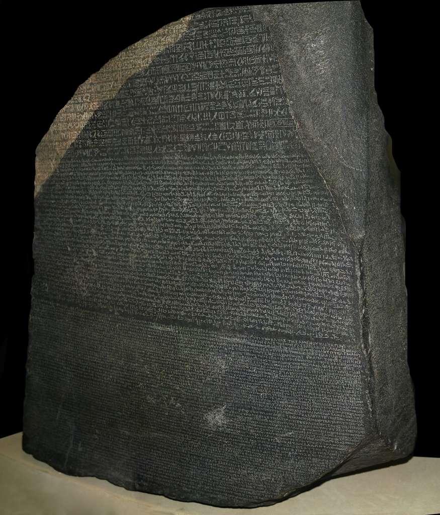 Pierre de Rosette, exposée au Bristish Museum de Londres. © Wikimedia Commons, domaine public.