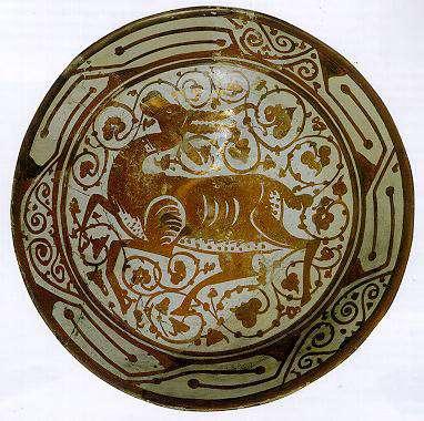 Céramique lustrée - Plat à la gazelle, Égypte, XIe siècle, Céramique à décor lustré, Le Caire, Musée d'art islamique. © DR