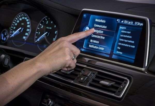 De plus en plus connectées, les voitures sont amenées à être confrontées aux mêmes risques de sécurité que les ordinateurs et les terminaux mobiles. © BMW