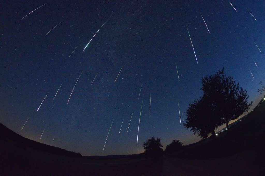 Pluie d'étoiles filantes dans le ciel hongrois
