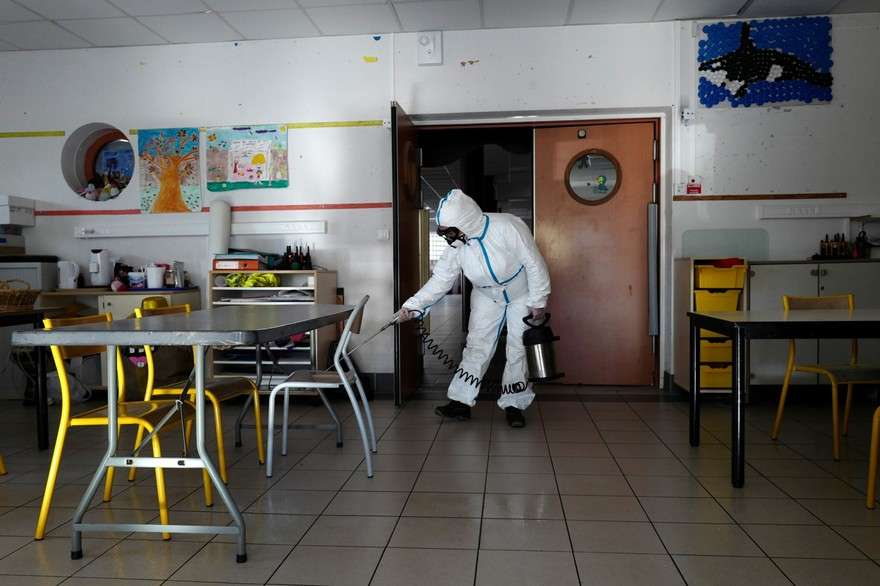 Une école décontaminée à Cannes. © Valéry Hache, AFP