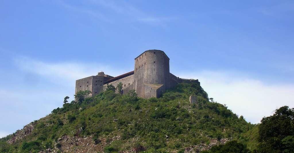 La citadelle Laferrière, près de Milot en Haïti, vue depuis le chemin d'accès. © Rémi Kaupp, Wikimedia, CC by-sa 3.0