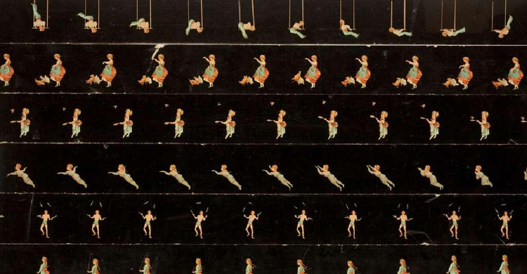 Avant l'invention du cinématographe, un appareil appelé praxinoscope-théâtre d'Émile Reynaud (1879) produisait de courtes séquences animées à l'aide de bandes de ce genre, où sont dessinées les différentes phases de l'animation. © NCSSM, Flickr, CC by-nc-sa 2.0