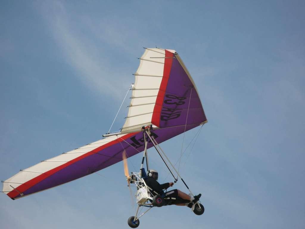 L'Electro Trike, un ULM pendulaire proposé par Electravia, atteint une autonomie d'une heure, ce qui est déjà honorable pour un engin électrique. Sur un motoplaneur, le moteur n'est qu'un appoint (on peut donc l'éteindre durant une bonne partie du vol), la propulsion électrique devient intéressante... mais les batteries pèsent lourd. © Electravia