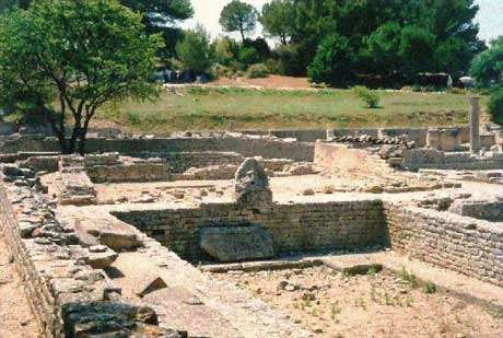 De nombreux vestiges archéologiques témoignent de la pratique des bains thermaux tout au long de l'histoire de l'humanité.