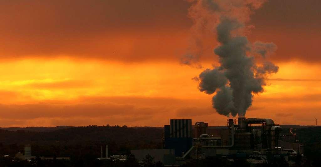 Les activités humaines provoquent des émissions de nombreux composés vers l'atmosphère. © Hans CC0 - Domaine public