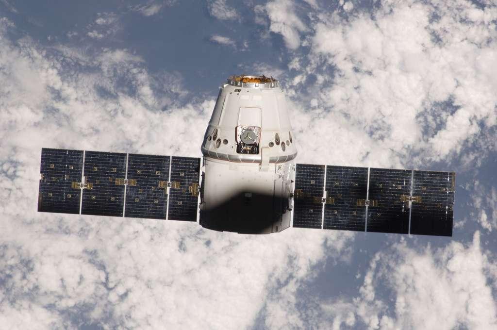 Alors que les États-Unis soutiennent activement leur secteur privé (à l'image la capsule Dragon de SpaceX) et que la Chine ambitionne de devenir la deuxième puissance spatiale, l'Europe stagne depuis ses remarquables succès qu'ont été le laboratoire Columbus et les cinq véhicules ATV. D'où la nécessité de capitaliser sur ses deux grandes réussites technologiques en donnant une suite à l'ATV. © Nasa