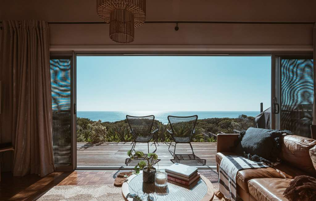 Une résidence secondaire avec salon, vue sur mer. © Ben Mack, Pexels