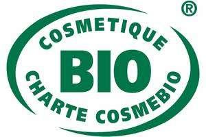 Le label Cosmébio « Bio », de couleur verte, garantit que les ingrédients d'origine végétale proviennent de l'agriculture biologique. L'écolabel « Eco », similaire mais de couleur bleue, signale un produit aux effets réduits sur l'environnement. © Cosmébio