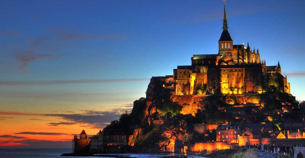 Le Mont Saint-Michel vu de nuit. © Mike Norton, CC by-nc 2.0