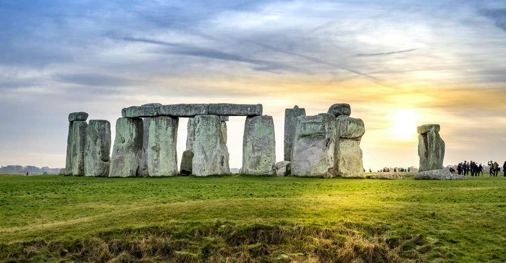 Le site de Stonehenge en Angleterre est plus récent que les sculptures d'animaux grandeur nature sur le site du chameau en Arabie saoudite. © Athip, Adobe Stock