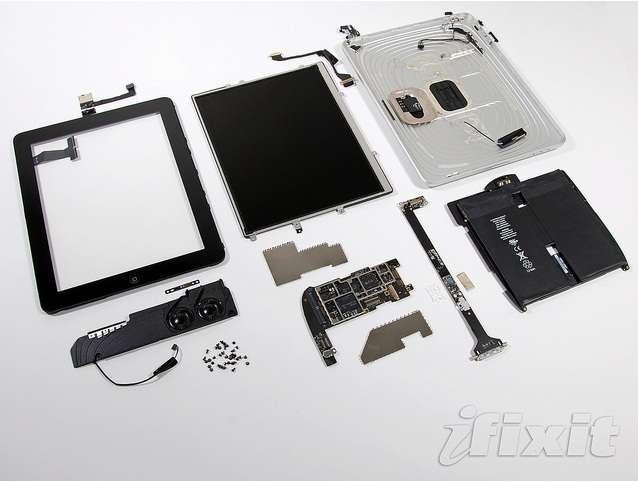 Le matériel des tablettes est celui des smartphones, mais leur architecture et leur technique d'écran les font s'en démarquer. Le design tout intégré de l'iPad lui permet un agencement compact de ses composants, en priorité l'écran qui constitue désormais l'élément central de l'appareil. © Brett Jordan, Creative Commons
