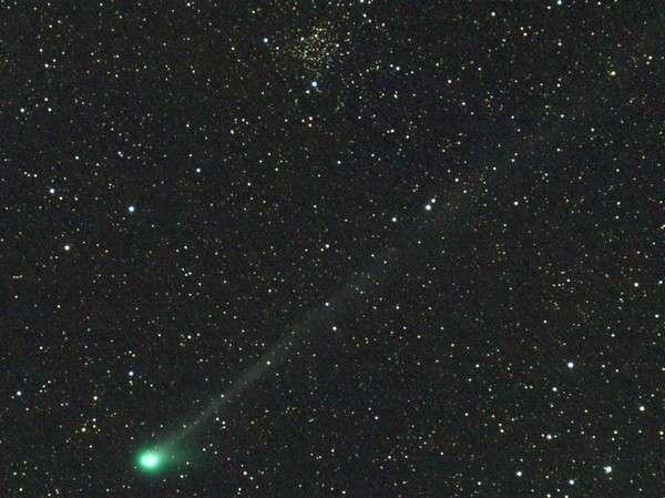 Le 13 juin la comète C/2009 R1 était observable sous l'amas d'étoiles NGC 1245 dans la constellation de Persée. Crédit R. Cazilhac