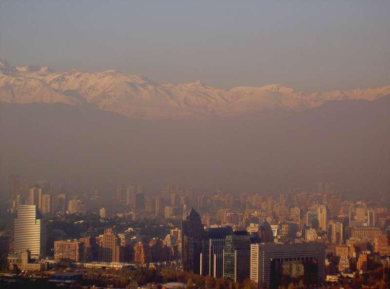 L'ozone, lorsqu'il se trouve dans la troposphère, là où nous vivons, est dangereux pour la santé. Il peut irriter les yeux, les muqueuses et les voies respiratoires. Les smogs sont principalement constitués d'ozone troposphérique. © Wurstsalat, Wikipédia, GNU 1.2