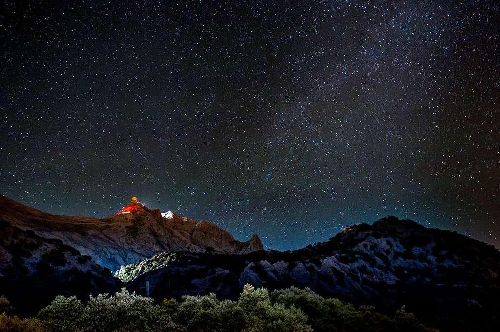Ciel étoilé à Palma de Majorque, dans l'archipel espagnol des Baléares. L'étude des étoiles a mis en évidence des vibrations sonores propres aux étoiles, une sorte de musique stellaire. © Andrés Nieto Porras, CC by-sa 2.0