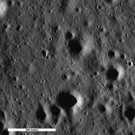 L'ombre de Challenger, le LM d'Apollo 17, sixième et dernière mission du programme Apollo, est nettement visible, au centre de l'image, dirigée vers la droite. Crédit : Nasa/Goddard Space Flight Center/Arizona State University