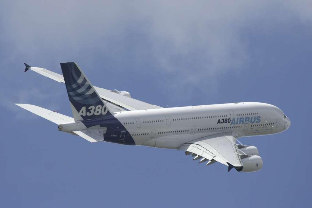 En 2008, Airbus a fait voler l'un de ses A380 avec un moteur consommant du GTL, un carburant synthétique réalisé à partir de gaz naturel, donc produit sans utiliser de pétrole. © Karl Hab, Flickr, CC by-nc-nd 2.0