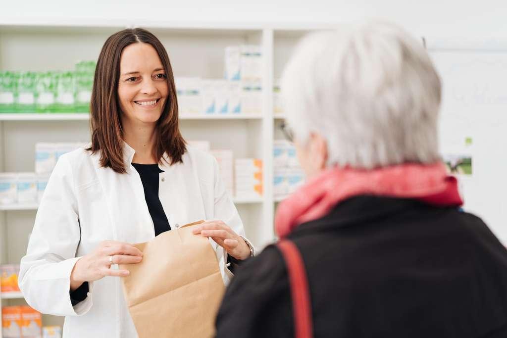 Après le 15 janvier 2020, plus de libre-service pour le paracétamol, l'aspirine ou l'ibuprofène. Ces médicaments seront derrière le comptoir du pharmacien. © constrastwerkstatt, Adobe Stock