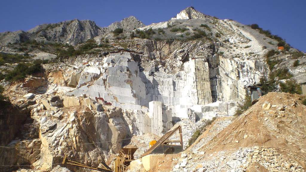 La carrière de Carrare et son marbre blanc, en Italie