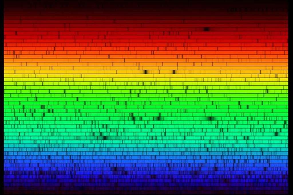 Comment savoir que les vibrations sonores du Soleil existent ? Ici spectre optique du Soleil. © Nigel Sharp (NSF), FTS, NSO, KPNO, Aura, NSF