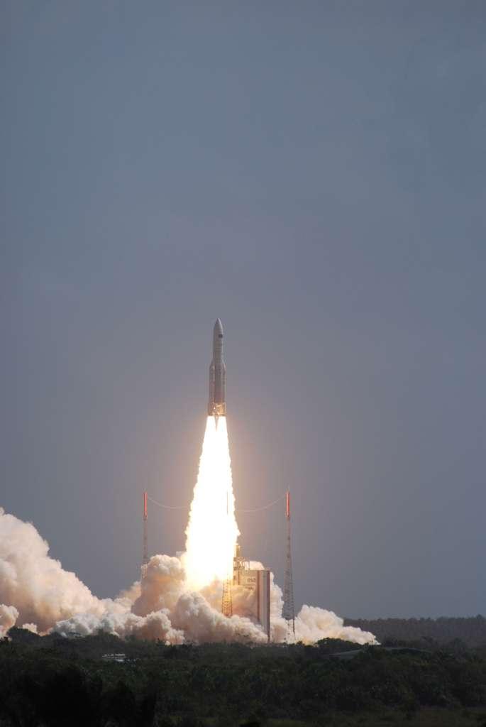 Lors des lancements d'Ariane 4 ou d'Ariane 5, un suivi de la qualité de l'air est systématiquement mis en place. Il est réalisé à l'aide d'un réseau de détection composé de 27 analyseurs des polluants de l'air répartis sur le centre, sur les sites d'observation rapprochés de Toucan, Agami, Kikiwi et sur les villes de Kourou et de Sinnamary. © Rémy Decourt