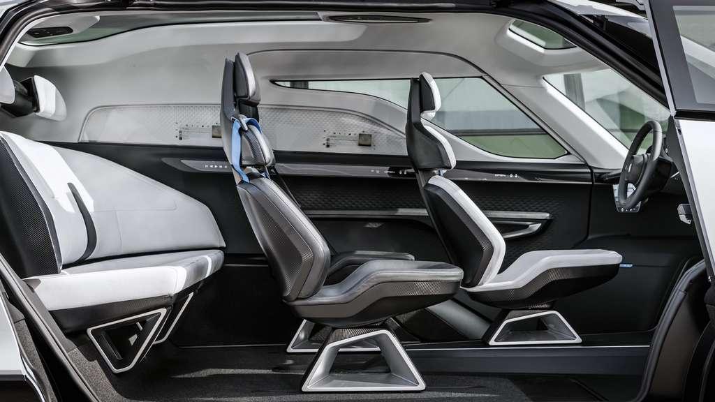 Le minivan électrique et autonome de Porsche peut accueillir six personnes. © Porsche