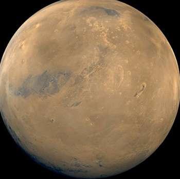 La planète Mars. La surface de Mars possédait de l'eau liquide au début de son Histoire, peut-être même sous forme d'océans. Mais du fait de la faible taille de Mars, la majeure partie de cette eau s'est enfuie définitivement depuis cette époque. © DR