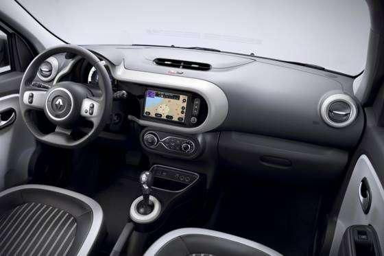 Le système multimédia Easy Link avec son écran tactile de 7 pouces, connecté au smartphone. © Renault