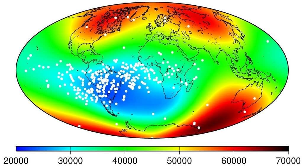 Dans la zone bleue appelée Anomalie magnétique de l'Atlantique Sud, le champ magnétique est deux fois plus faible qu'en Europe. © ESA, DTU Space