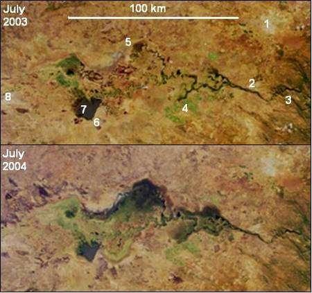 Vue satellite du barrage Itezhi-tezhi, successivement en juillet 2003 et juillet 2004. Une meilleure gestion des inondations saisonnières permet la réapparition des zones envahies par la végétation (en vert). 1: Lusaka, 2: Kafue town, 3: Kafue Gorge Dam, 4: Mazabuka et Nakambala Sugar Estates, 5: Blue Lagoon National Park, 6: Lochinvar National Park, 7: Chunga Lagoon, 8 Kasenga. Credit : Nasa/GSFC/LaRC/JPL, MISR Team