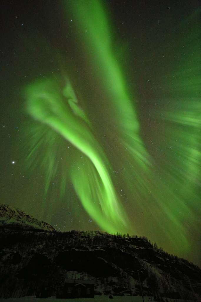 Une aurore polaire près de la Norvège