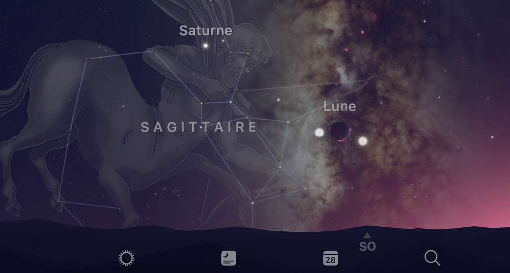 À ne pas manquer : la Lune, Jupiter et Vénus brillent au-dessus de la flèche du Sagittaire ce soir. Demain, notre satellite va tenir compagnie à Saturne, également présente dans la constellation de l'Archer. © SkyGuide