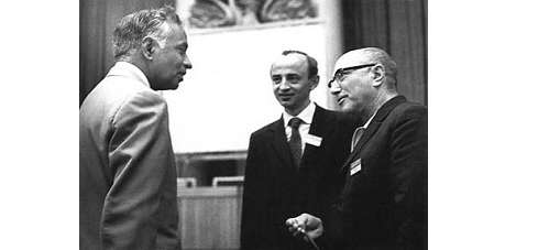 De gauche à droite Chandrasekhar, Novikov et Zeldovich. © DR