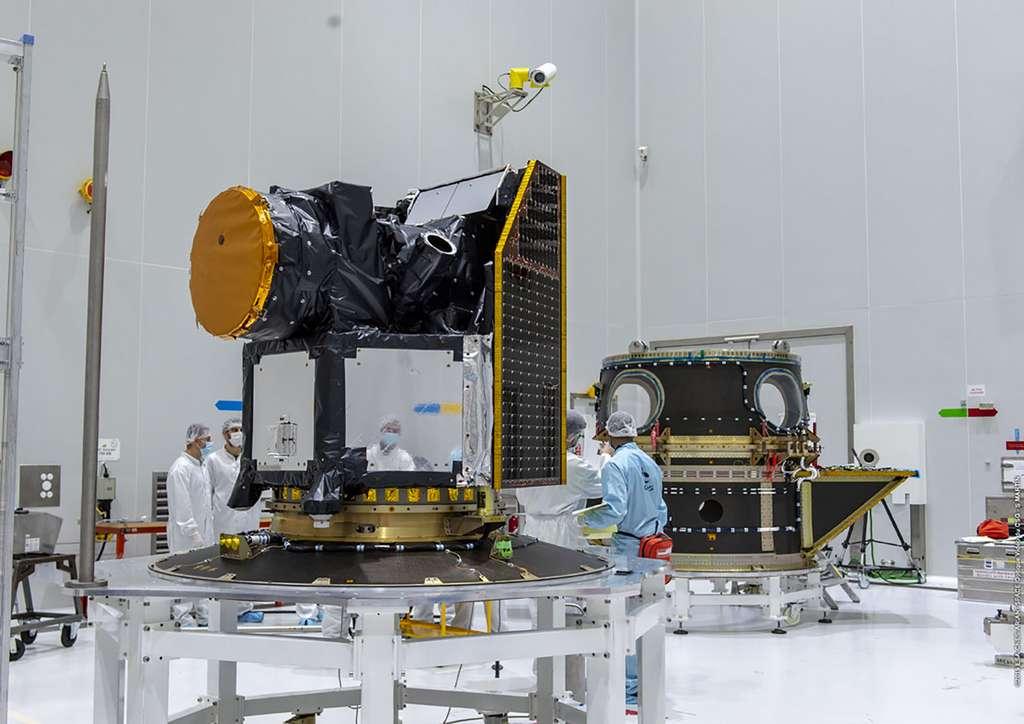 Le satellite Cheops prêt à être installé à bord de son lanceur. © ESA, CNES, Arianespace, Optique vidéo du CSG, S Martin