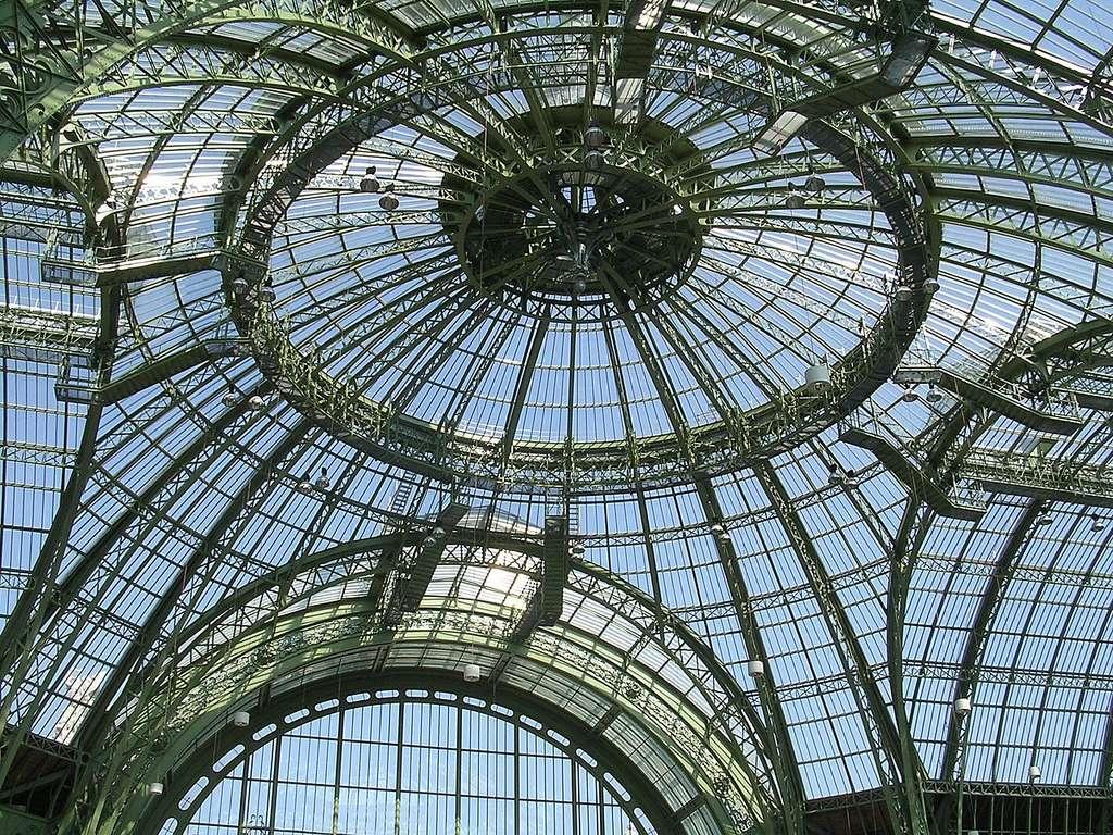 L'impressionnante coupole de verre du Grand Palais, vue de l'intérieur. © Piero d'Houin, Wikimedia Commons, CC by-sa 2.5