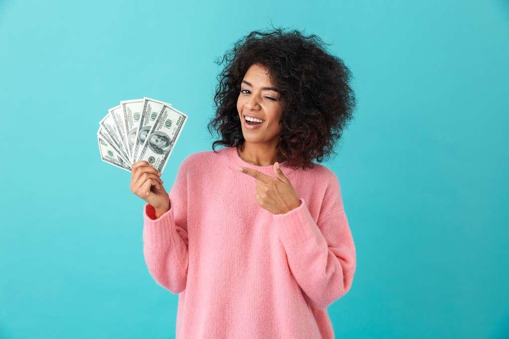 Au-delà d'un certain seuil, l'argent cesse-t-il de nous rendre heureux ? La question n'est pas encore tranchée. D'autres études, confirmant ou infirmant mutuellement leurs résultats, doivent encore s'accumuler pour qu'un consensus émerge. © Drobot Dean, Adobe Stock