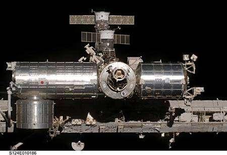 Les modules japonais Kibo (à gauche) et européen Colombus (à droite) bientôt occupés en permanence. Cliquer pour agrandir. Crédit Nasa