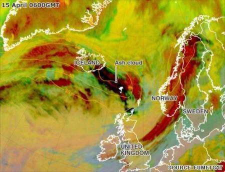 Le nuage de cendres (ash cloud) craché par l'éruption de l'Eyjafjöll en Islande est bien visible sur cette image de l'Organisation européenne pour l'exploitation des satellites météorologiques (Eumetsat).