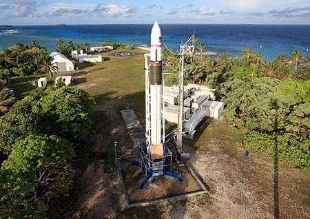 Falcon 1 sur son aire de lancement. Cliquer pour agrandir. Crédit SpaceX