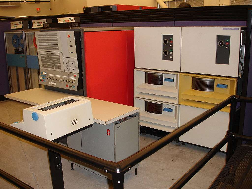 Système IBM 360 modèle 30, au musée de l'histoire de l'ordinateur, à Mountain View, en Californie. © Dave Ross, Wikimedia Commons, cc by 2.0