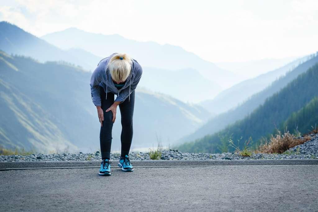 Il faut se montrer très prudent et ne pas forcer : sport, charges lourdes, mouvements répétitifs... Aux premières douleurs, n'hésitez pas à consulter. © LMproduction, fotolia