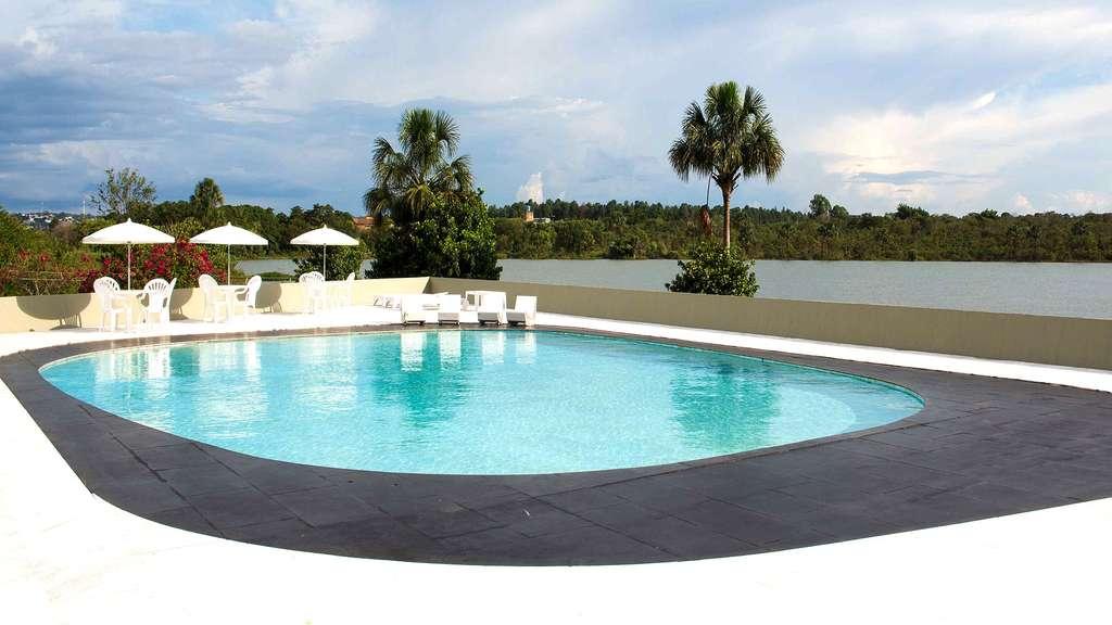 Une piscine au style épuré