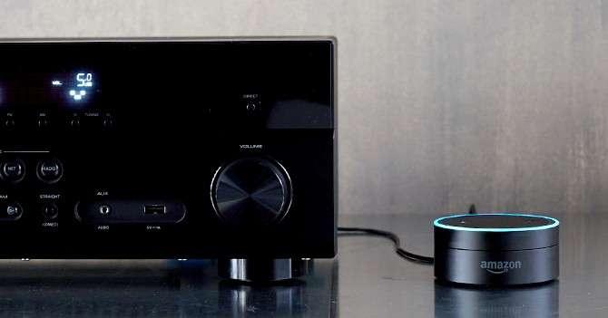 L'Amazon Echo Dot peut se connecter à votre matériel Hi-Fi. © Amazon