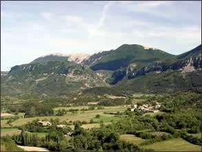 Vert paysage entre Durance et hautes Baronnies. © DR