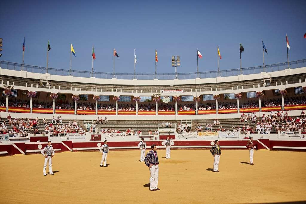 Dans les arènes de Dax, on peut aussi assister à des novilladas. Ces corridas sans picador attirent un public familial. © JPEG Studio